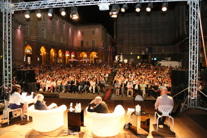 Claudia Ricci interpreting in consecutive in front of a large crowd in Italy